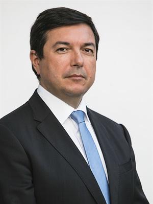 Álvaro F. Santos Almeida